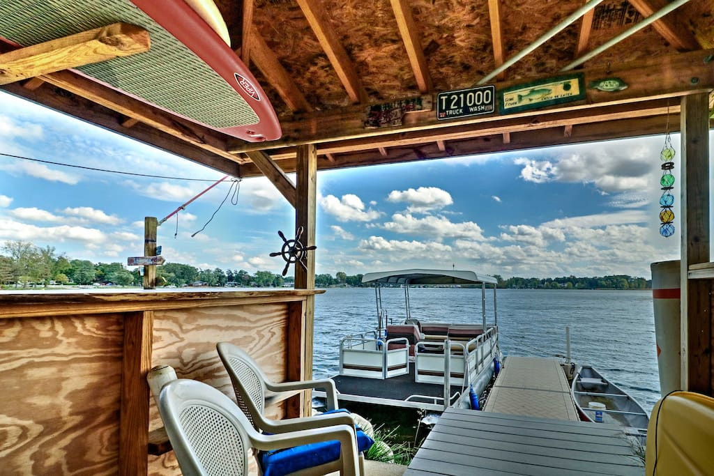 Retreat to this cozy cottage nestled on Pleasant Lake for your next getaway!
