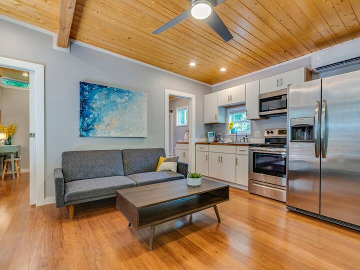 Urban Treehouse Retreat minutes from Downtown/SoCo