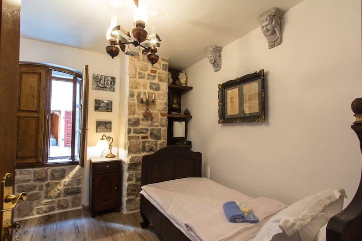 PALAZZO DRUSKO Monk's Room