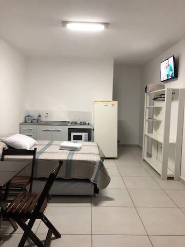 Kitnet mobiliada no centro de Torres RS próx praia