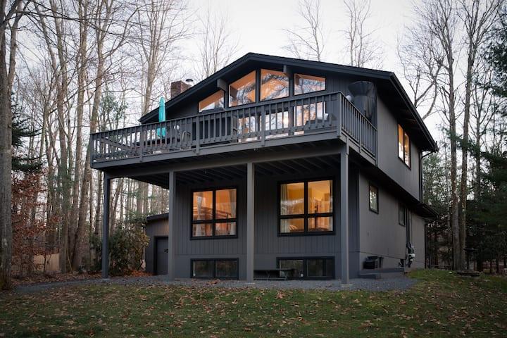 Poconos Escape in Lake Naomi - Longview Lodge