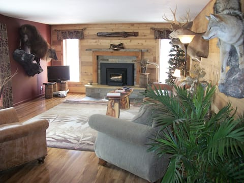 Lodge on working cattle ranch
