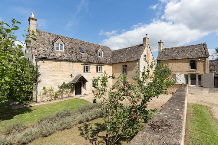 Almsbury Farmhouse, Sudeley Castle, Cotswolds