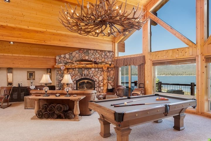 Incredible Lakefront Lodge, boat dock, spa!
