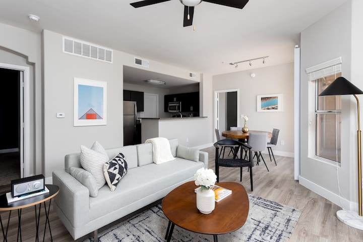 Stunning 2 BR/2 BA with Pool by Howard