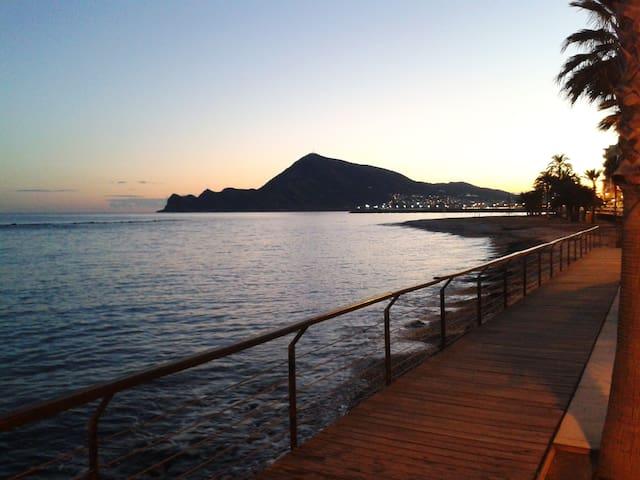 Luminoso y acogedor. A 5 min de la playa. El Albir
