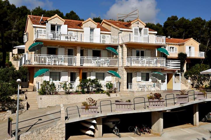 Apartmani Bebic - Lumbarda - Guesthouse