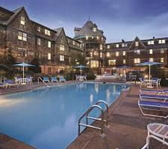 Newport Long Wharf Resort Rents 2BR Hot Rental
