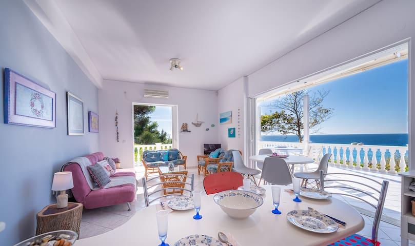 Monilithi Seaside Cottage