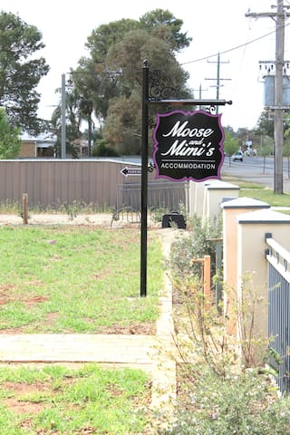 Moose and Mimis, Apartment Two, Temora