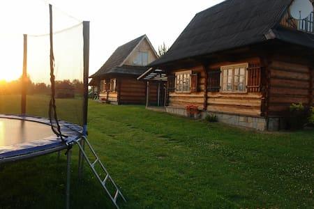 Chatki za wsią - pierwsza chatka - Czarny Dunajec