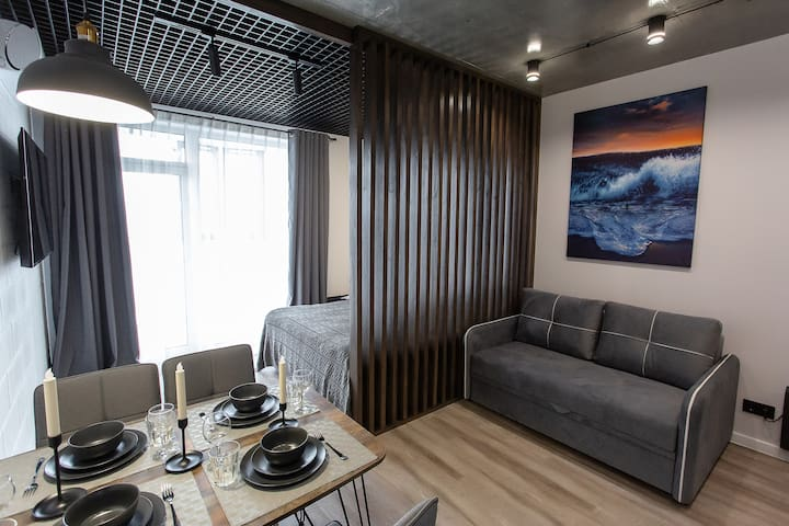 Modern bright and cozy loft-apt near seaside
