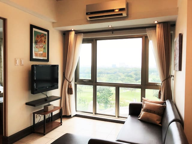 Spacious Condo w Amazing Sunset & Golf View in BGC