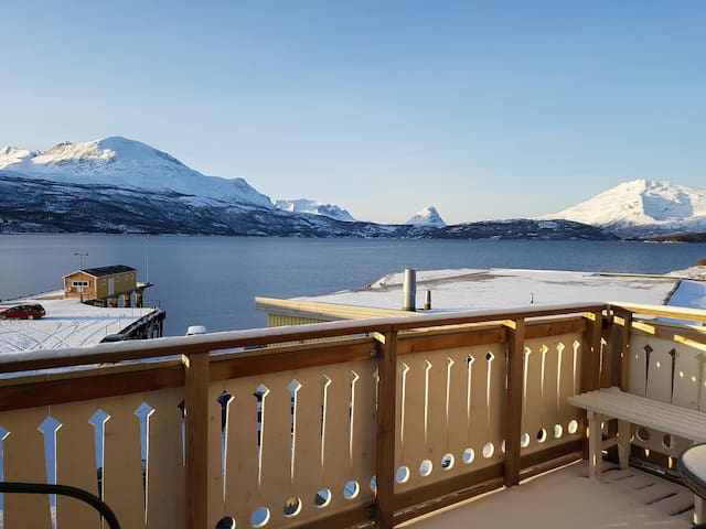 Central penthouse with sea view - Salangen - Apartamento