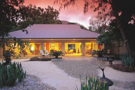 Tali Oak - Absolute Beachfront