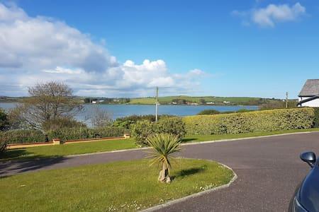 JoansAirbnb 1km to Dunmore Hotel 2km to Inchydoney