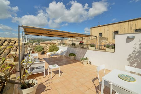 La Casa Che Sale, with Roof Terrace.