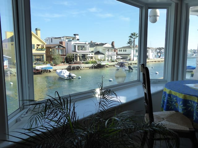 Fun 4+BR Now UPGRADED WATERFONT Holiday Dock A/C! - Newport Beach - Apartament