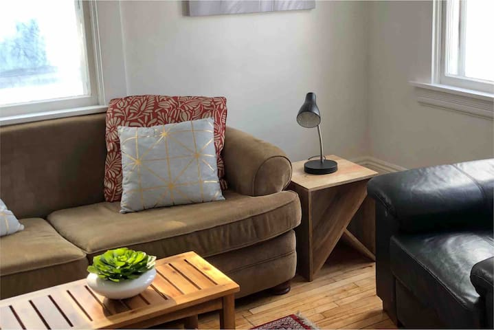 RENOVATED!! Spacious Southside steps to Downtown