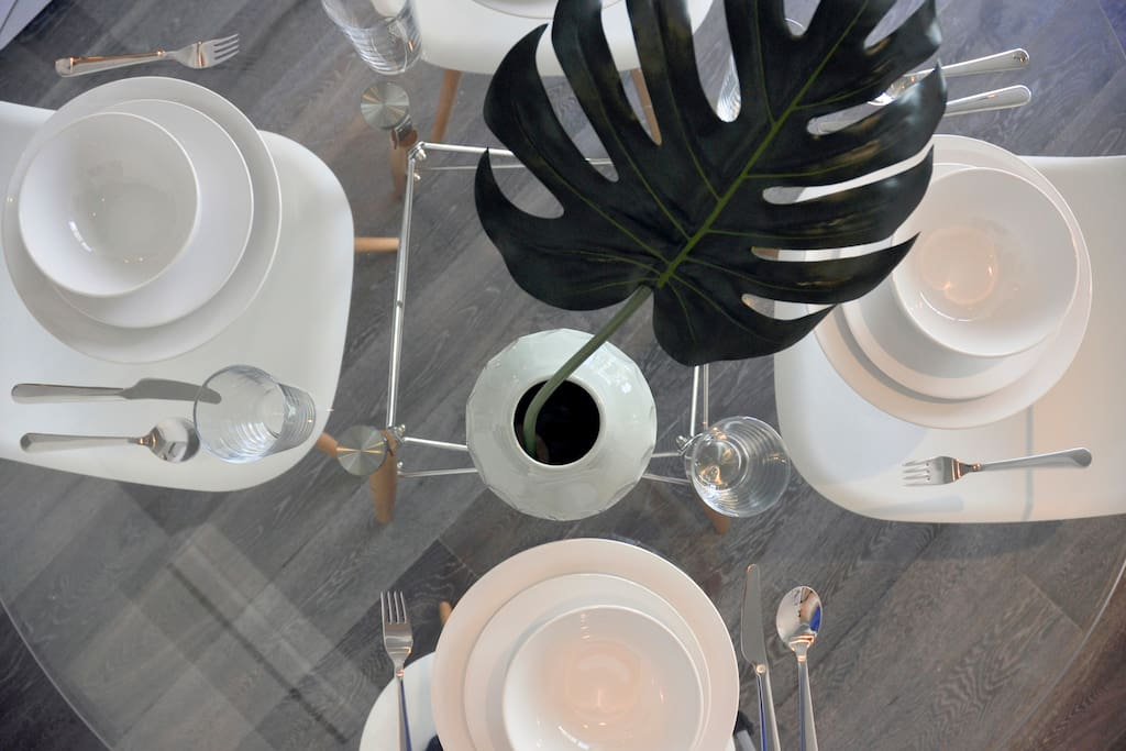 Dining set, cutlery and dinner ware are provided.