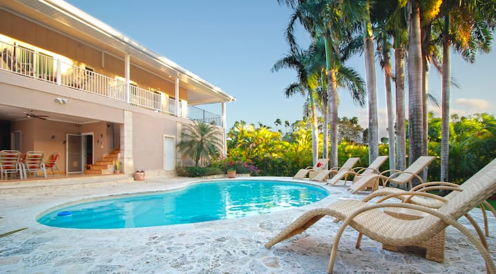 5 minute from the beach' 7BD villa,Guest friendly