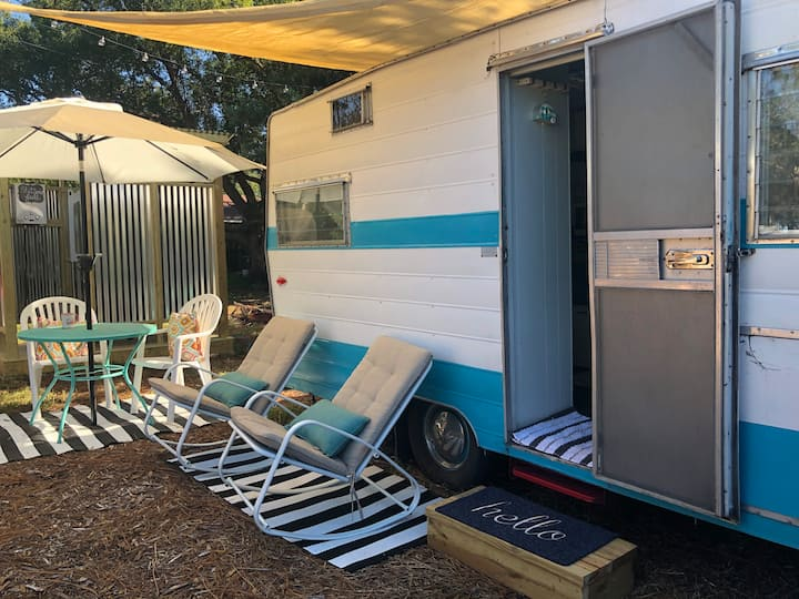 Glamping Vintage Camper Couple Retreat, beach & DT