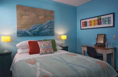 Breakfast Wifi Enhanced Clean CBD 5km  Room & Bath