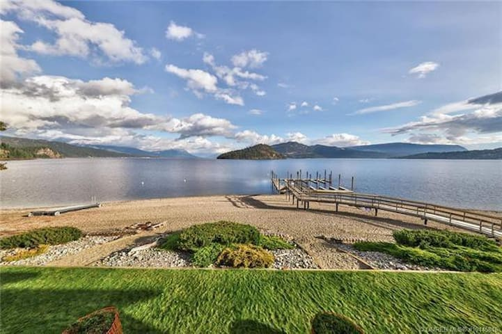 Waterfront townhouse & BOATSLIP - Shuswap Lake