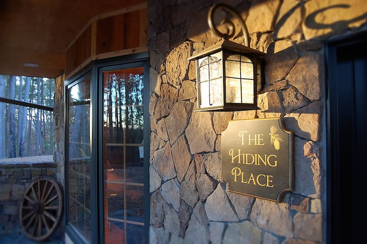 The Hiding Place - All-One-Level Carriage House Near Branson - Blue Eye - Casa