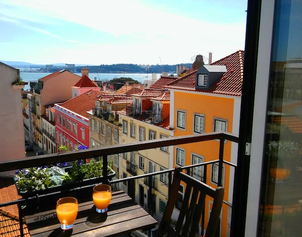 Bright and cozy flat overlooking the Tagus River - Лиссабон - Квартира