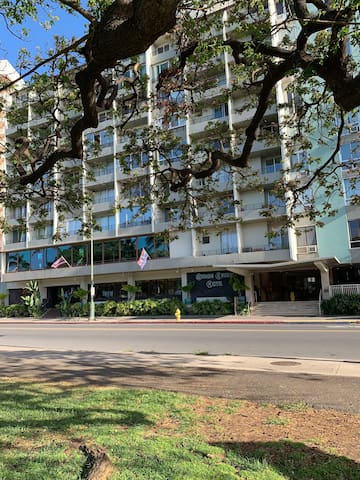 Waikiki Grand hotel... cute condo close to beach