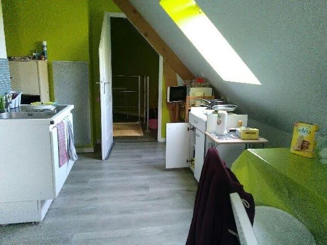 Studio meublé - Rouillon - Apartamento