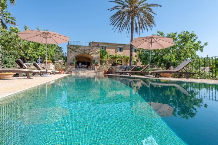 Beautiful vacational home with swimming pool, WIFI and AC