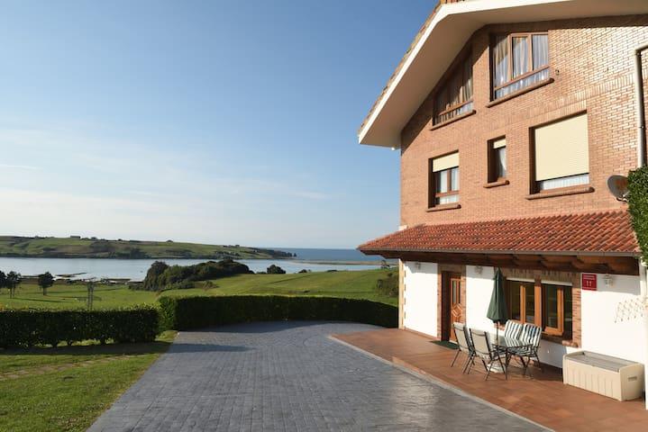 Apartamento frente la playa con excelentes vistas