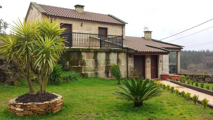 House with 3 bedrooms in Pontevedra, with wonderful mountain view, private pool, enclosed garden - 27 km from the beach