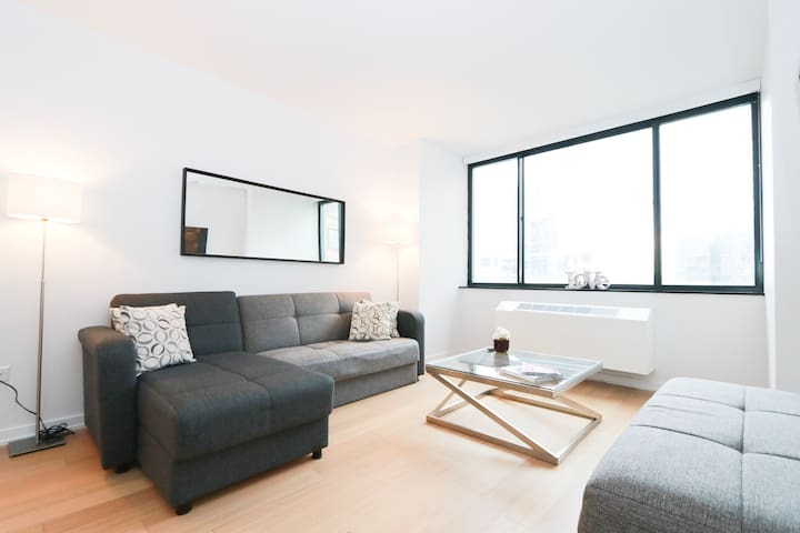 Trendy & Luxury 2BR close to Central Park & Time S