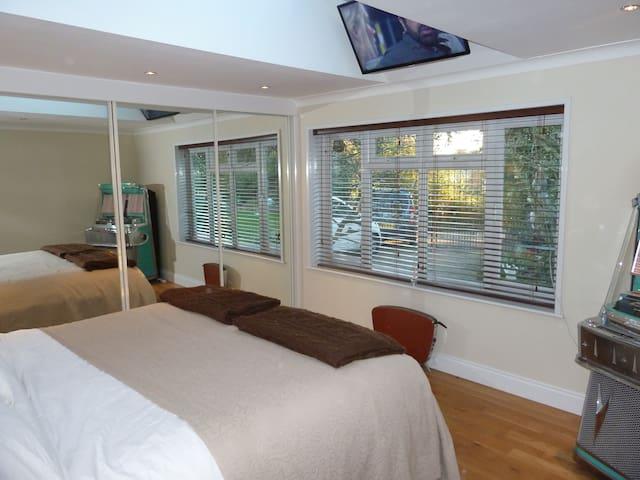 Comfy Double room Nr Goodwood, B&B