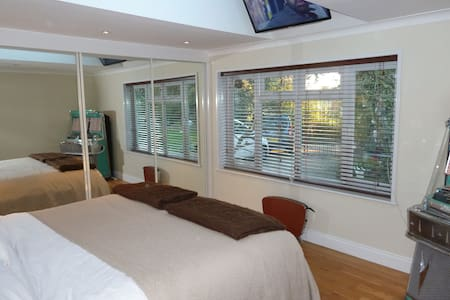 Comfy Double room Nr Goodwood, B&B - Chichester - Bed & Breakfast