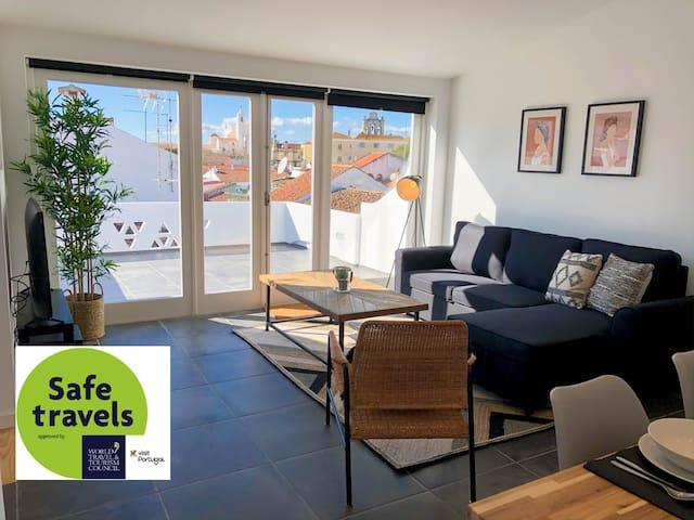 Casa dos Castelos (2 bedroom apartment w/ terrace)