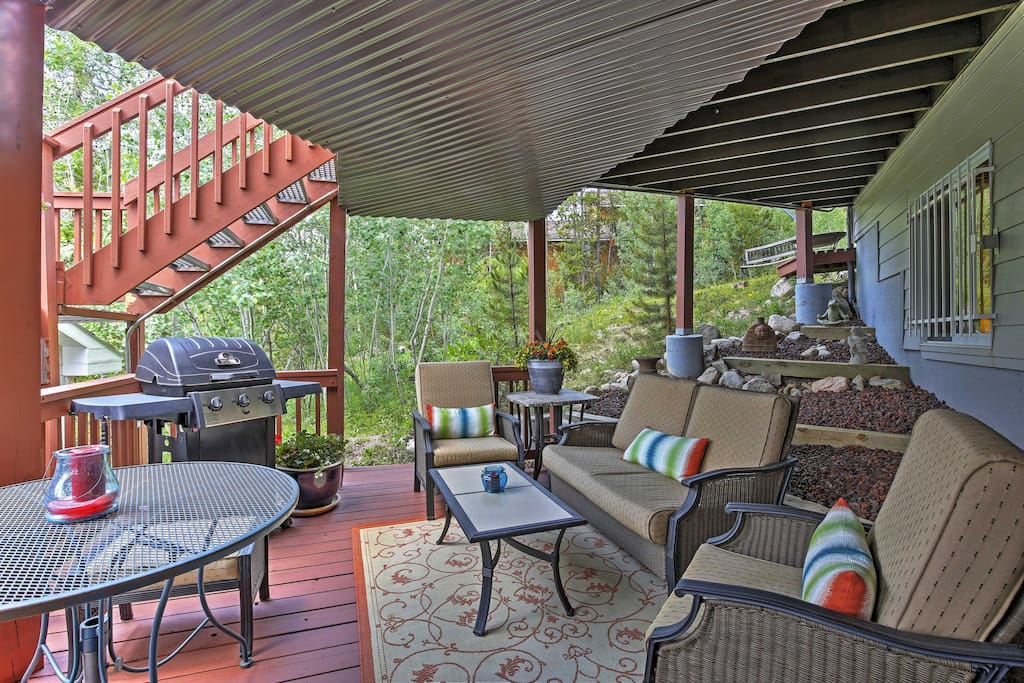 The outdoor area makes for a truly unique space to enjoy meals or a cocktail amongst friends. Experience the unbeatable view of the Continental Divide as you fire up your gas grill to make dinner for the entire group!