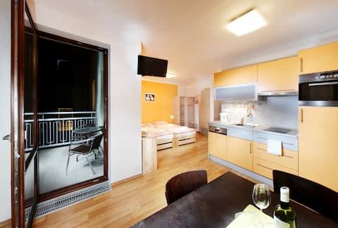 Orange apartment se slunnou terasou