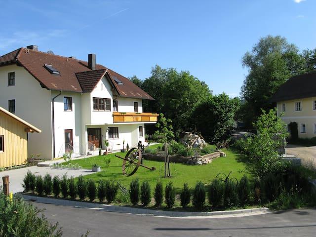 Ferienhaus Schlehmühle Ergeschoßwohnung - Rötz - Guesthouse