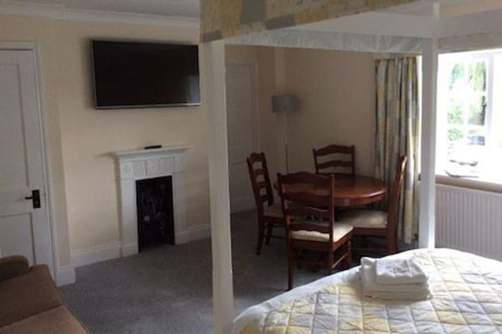 Superior Double Room en-suite with shower