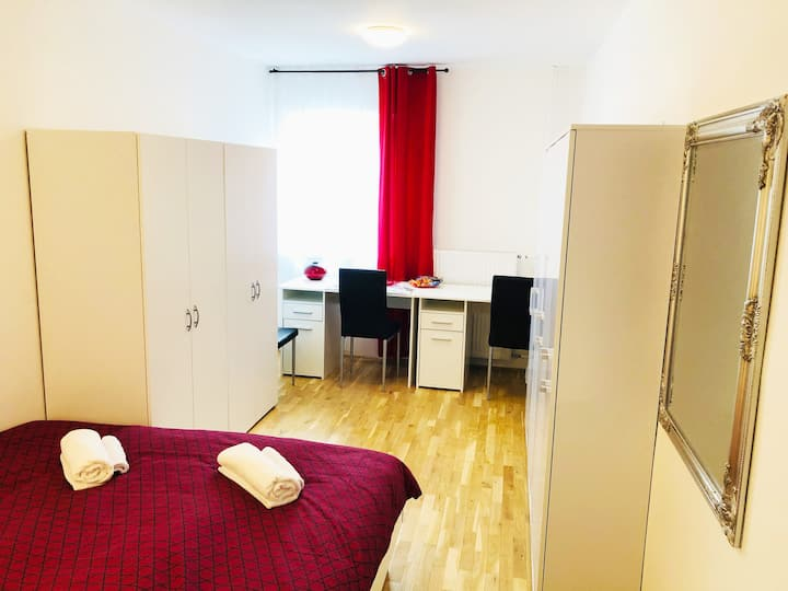 New double room no.5 in a guest house + parking