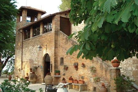 """Tenuta di Verzano """"IL CASALE"""" - Sant'Oreste - Huis"""