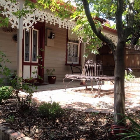 Dunwoody: Charming Miners cottage in Ballarat