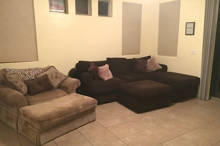 Cozy private room in friendly home! - Prescott Valley - 一軒家