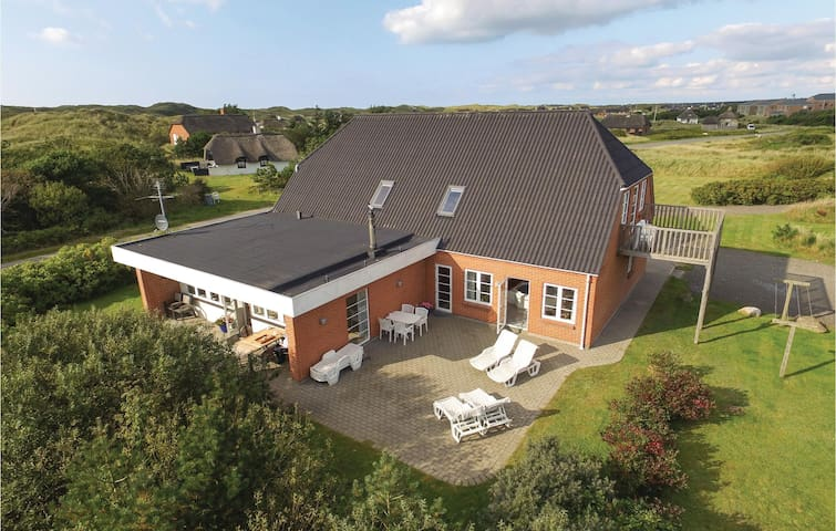 Holiday cottage with 5 bedrooms on 248 m²