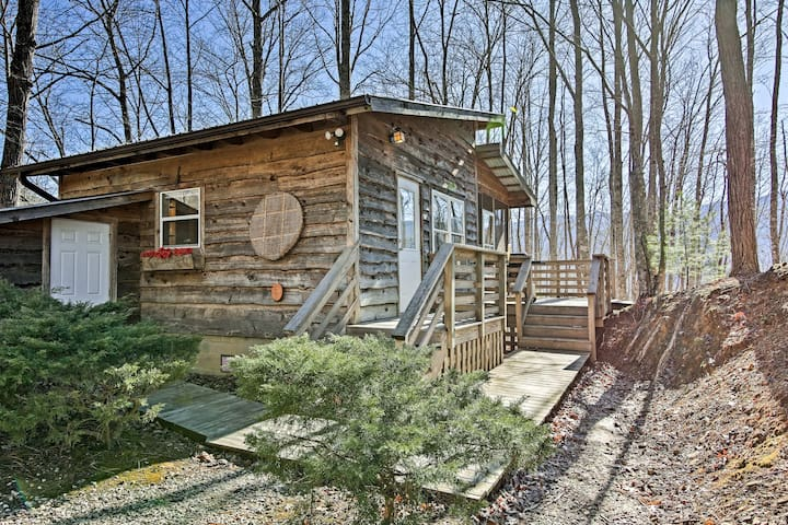 NEW! Robbinsville Cabin w/ Screened Porch & Grill!