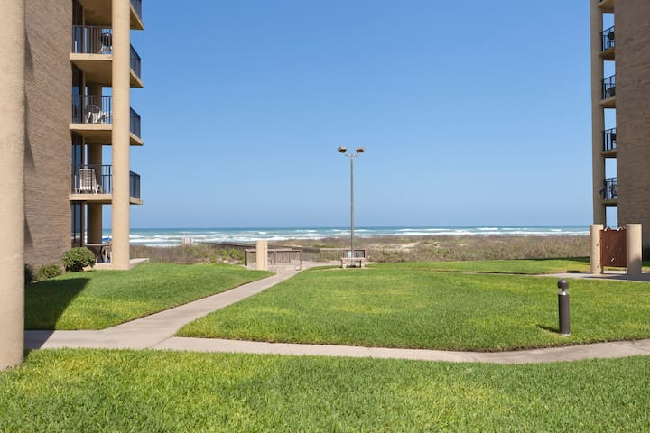 Beachfront Gated 3 BR Sleeps 8 #11 - South Padre Island - Departamento
